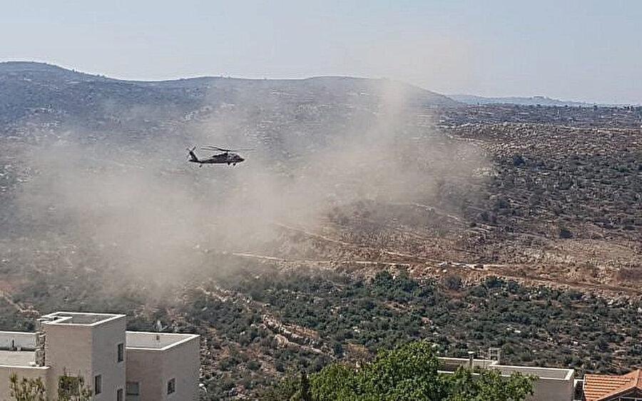Yaralılar orduya ait helikopterle hastaneye sevk edildi.