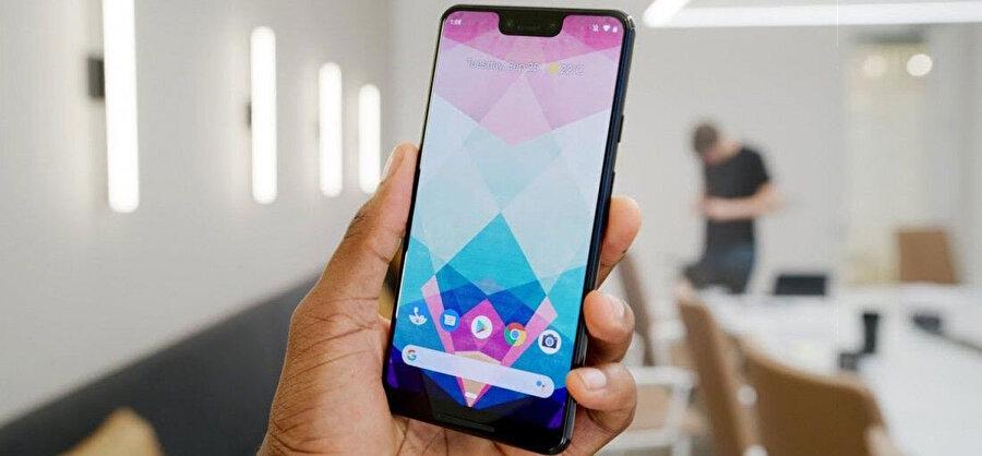 Android 10 ile birlikte geri düğmesi kaldırılıyor. Hemen her şey parmak kaydırma hareketlerine atanıyor.