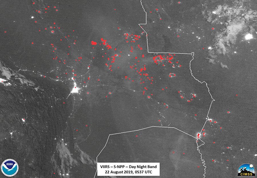 Bolivya'daki yangınlar uzaydan böyle görüntülendi. (Yangınlar kırmızı noktayla işaretlenerek gösterildi.)