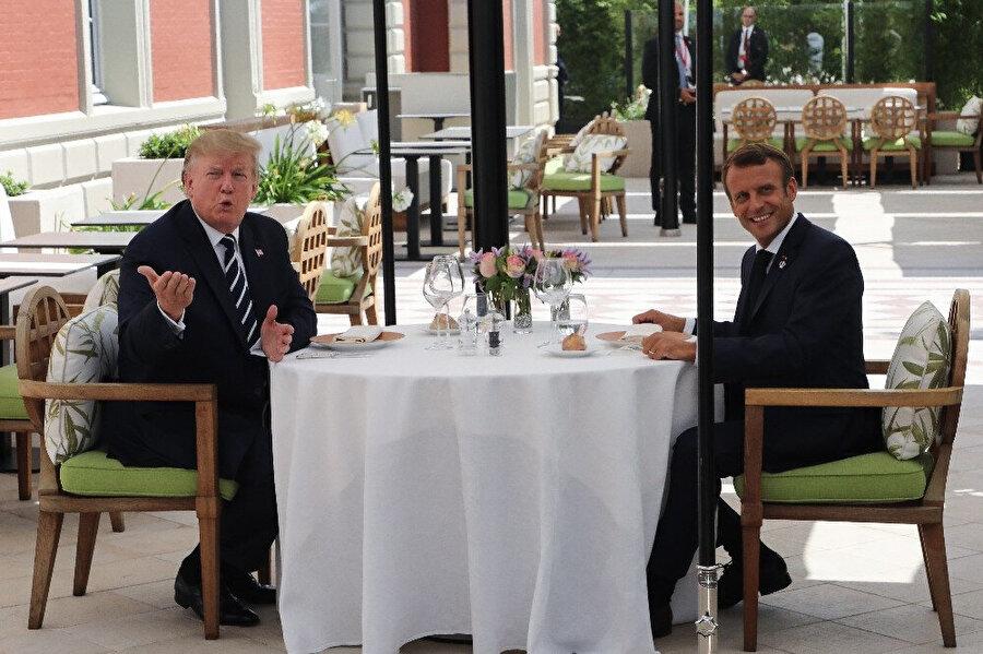 ABD Başkanı Donald Trump ve Fransa Cumhurbaşkanı Emmanuel Macron baş başa yemek yedi.