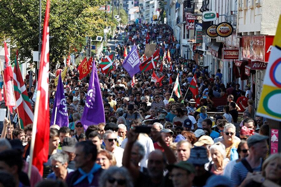 Fransa'da gösteriler düzenlendi.