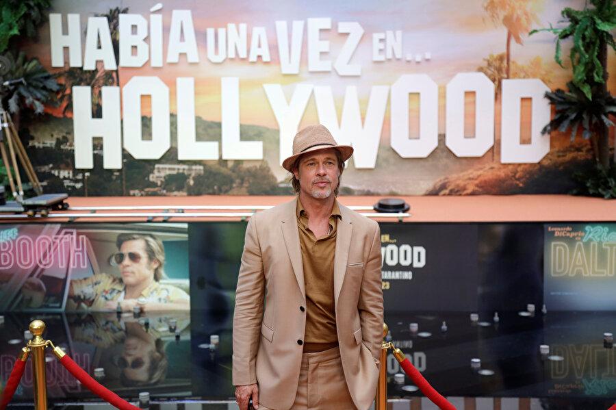 Brad Pitt, Bir Zamanlar Hollywood'da filminin başrol oyuncuları arasında yer alıyor.