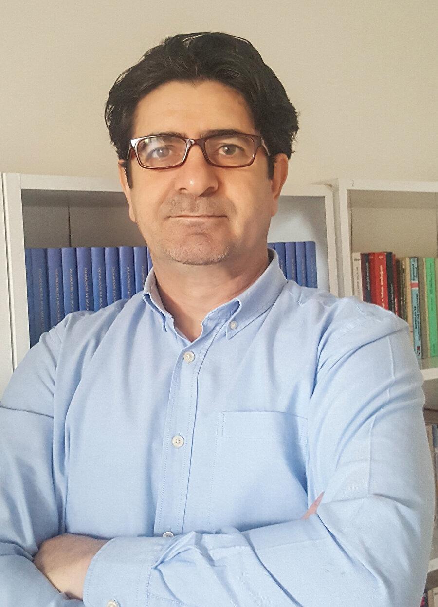 Marmara Üniversitesi İletişim Fakültesi Öğretim Üyesi Prof. Dr. Serhat Ulağlı