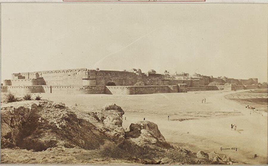 19.yy'ın ortalararında Agra kalesi.