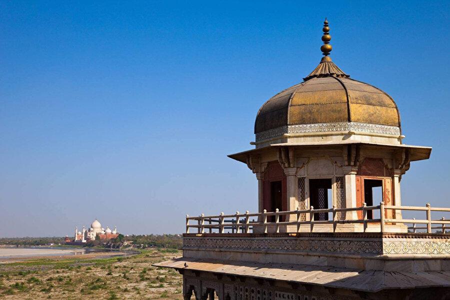 Şah Cihan'ın Taç Mahal'i seyrettiği Müsemmen Burç, Agra Kalesi, Hindistan.