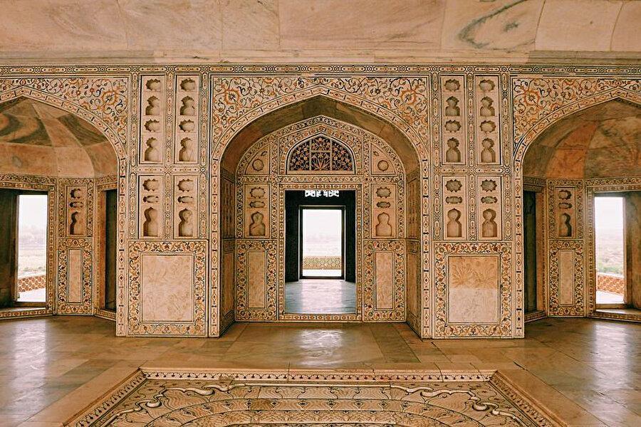 Agra kalesinin içi.