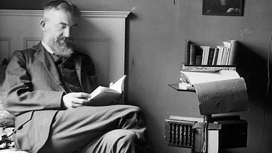"""İngiliz edebiyatçı Bernard Shaw. Lawrence'ın hayatı boyunca en çok kullandığı tabir """"Shaw'ın Oğlu"""" oldu."""