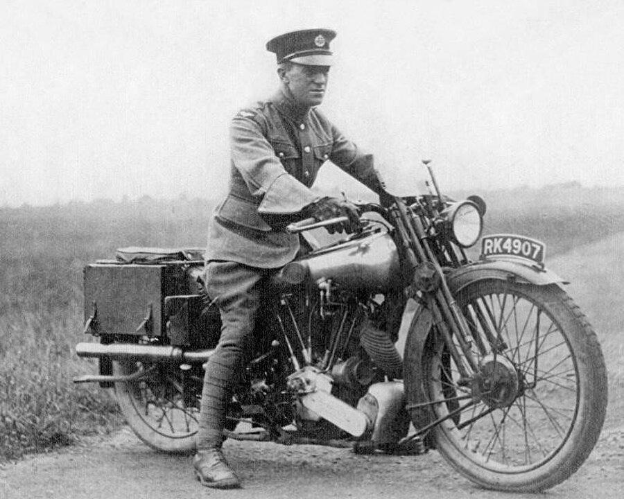 Lawrence'ın motoruyla çekilmiş bir fotoğrafı, 1925.