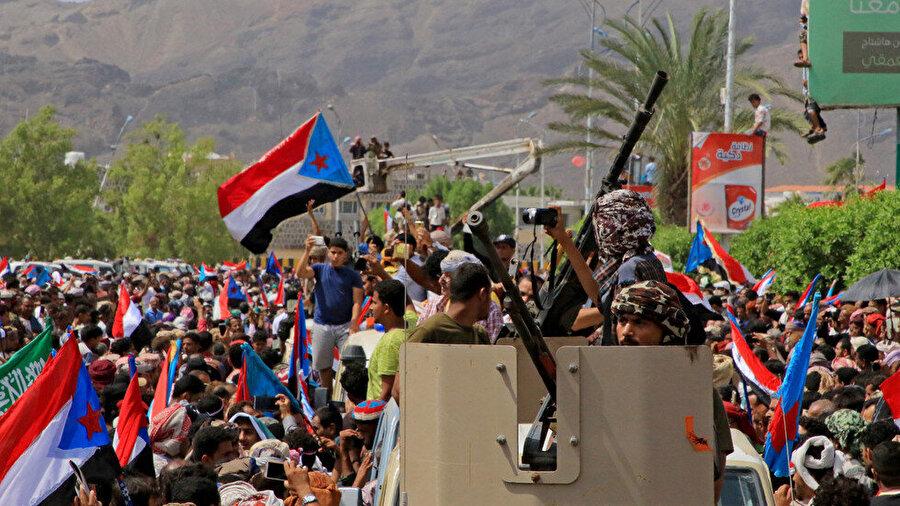 BAE destekli ayrılık yanlısı Güney Geçiş Konseyi destekçileri, Aden. (Ağustos 2019)