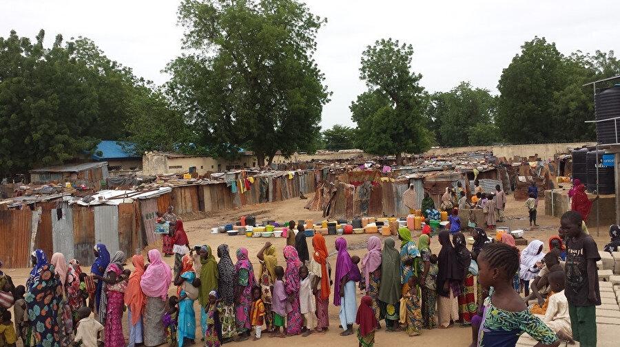 Boko Haram'ın faaliyet merkezi Borno eyaleti, yetersiz beslenme ve elverişsiz barınma şartlarının yaygın olduğu bir bölge olma özelliği taşıyor.