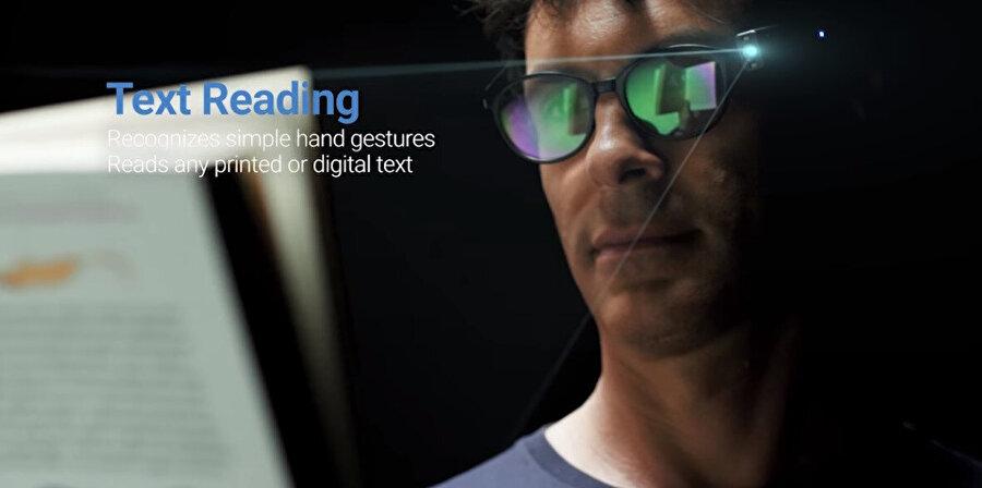 Yüz tanıma teknolojisi için geliştirilen çok sayıda yan ürün de mevcut. Özel gözlükler de bunlar arasında yer alıyor.