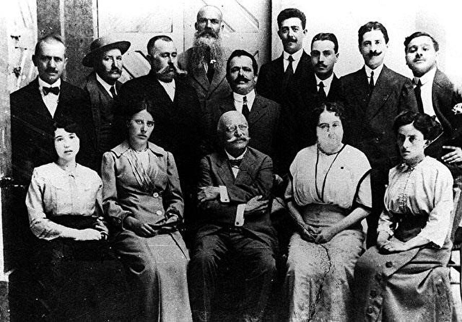İtalya'nın Libya'da ilk kurduğu okulun öğretmenleri.