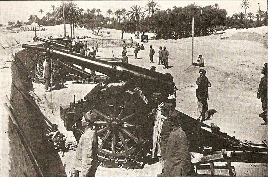 Trablus yakınlarındaki İtalyan bataryaları.