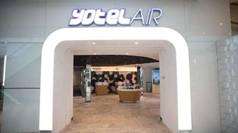 Jewel Changi Havaalanı Asya'nın ilk YotelAir otelini içeriyor. En az dört saatliğine rezerve edilebilen 130 oda ile esnek konaklama seçenekleri sunuluyor.