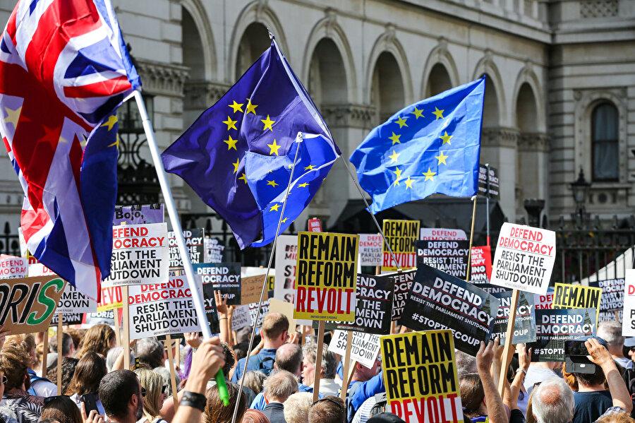 İngiltere'de Brexit karşıtı gösterilerden bir kare.