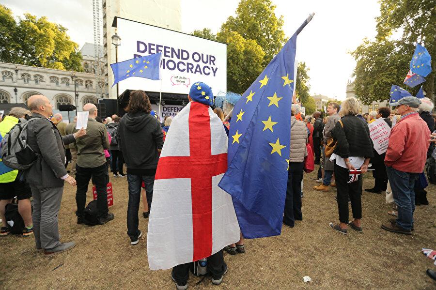 AB'den ayrılmak istemeyen İngiliz vatandaşları.