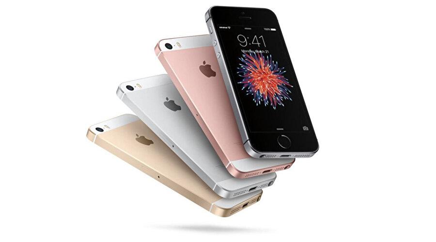 iPhone SE aslında temelde iPhone 5'in kasa yapısını çok seven ve küçük ekranlı bir telefon kullanmak isteyenlere hitap ediyor. Bundan 3 yıl evvel çıktığında da aslında bu kriterleri temel alıyordu. Ama artık güncellenmesi gerekiyor. İşte bu noktada ise 4.7 inç'lik LCD ekranlı ve Apple A13 yongalı iPhone SE 2 devreye girebilir.