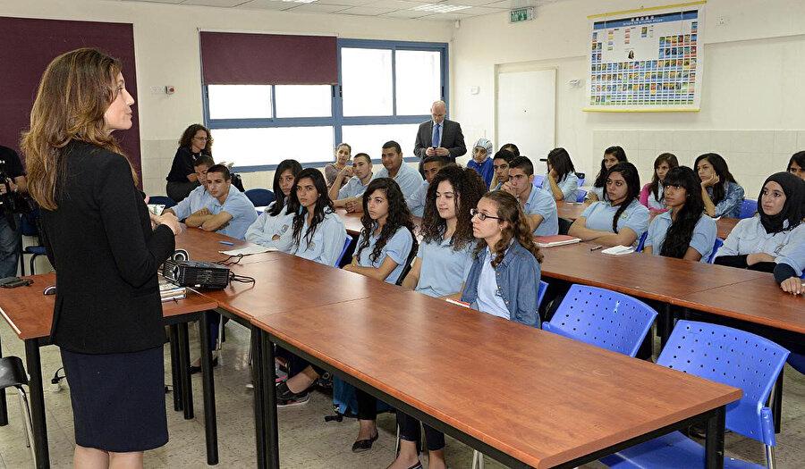 İsrail'in kuzeyindeki bir okulda eğitim gören lise son sınıf, Arap öğrenciler.