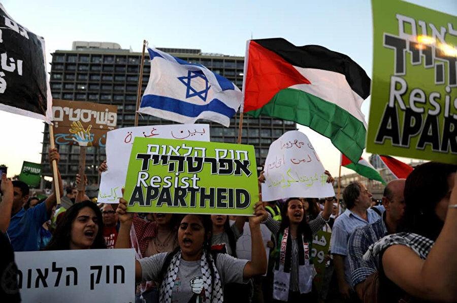 Temmuz 2018'de meclisten geçen ulus devlet yasasını protesto eden Filistin kökenli İsrail vatandaşı öğrenciler.