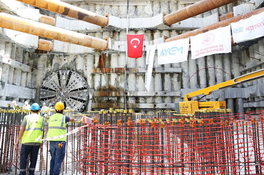 Bakan Turhan'ın talimatıyla tünel içerisinde TBM makinesi çalıştırılarak tünel delme işlemi tamamlandı.