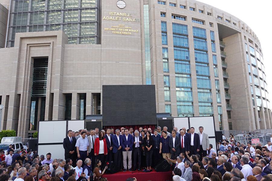 İstanbul Adalet Sarayı önünde basın açıklaması yapıldı.