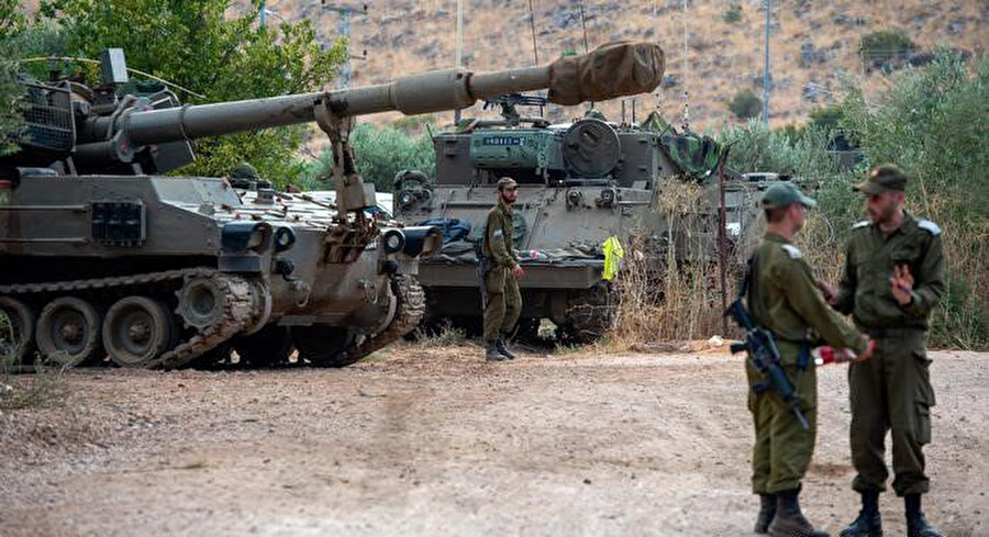 Lübnan sınırında konuşlanan İsrail askerleri.