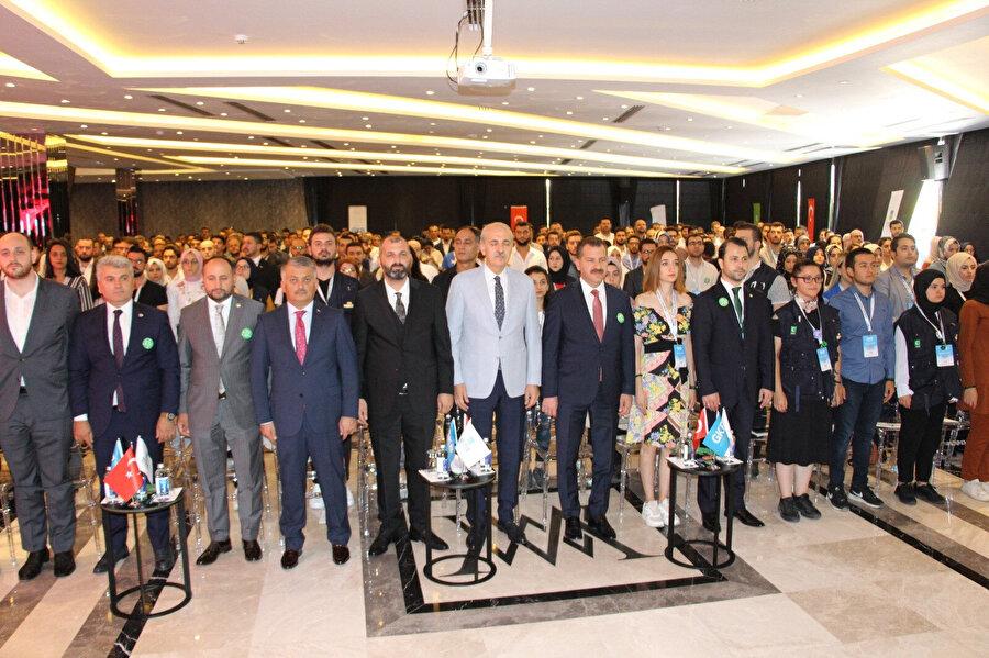 Birçok sivil toplum kuruluşunun bulunduğu etkinliğe AK Parti Genel Başkan Vekili Numan Kurtulmuş ve çok sayıda Milletvekili katıldı