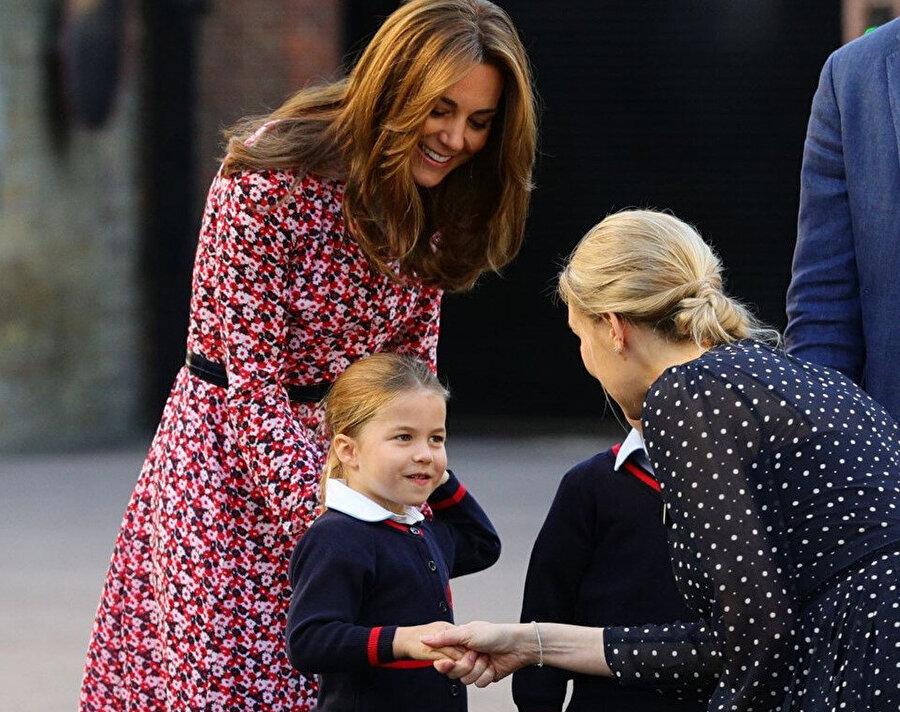 Prenses'i okul müdürü kapıda karşıladı