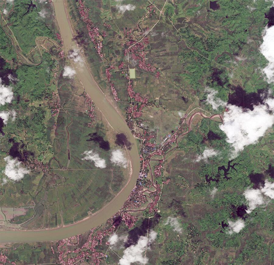 16 Eylül'de çekilen fotoğrafta köyler görünüyor.
