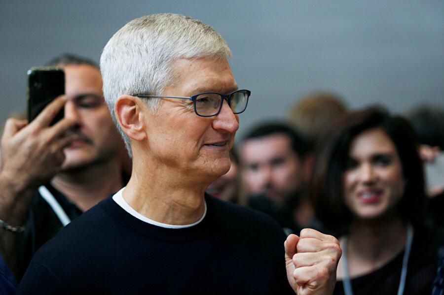 Apple'ın tanıtım etkinliğinde Tim Cook da yer aldı.
