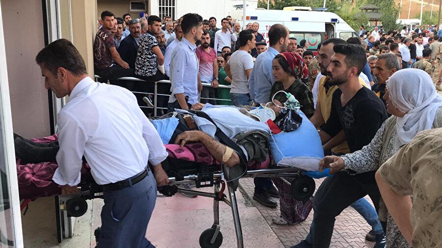 Yaralılar hastaneye kaldırıldı.