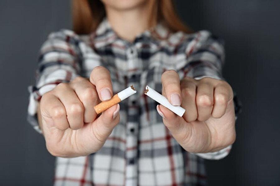 Bazı halk sağlığı görevlileri e-sigaraları insanların geleneksel sigarayı bırakmasında önemli bir rol oynayacağını düşündü.