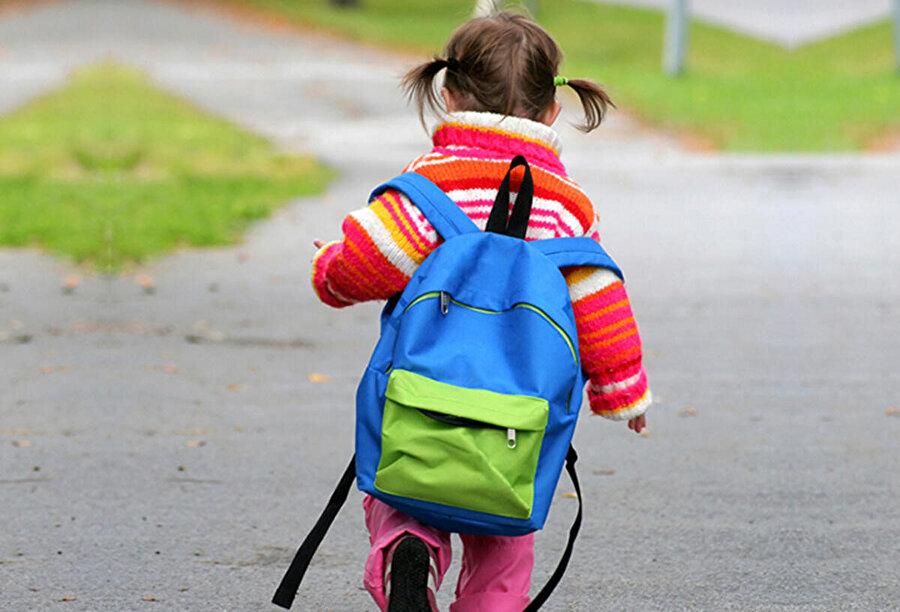Ağır çantalar duruş bozukluğuna sebep olabilir