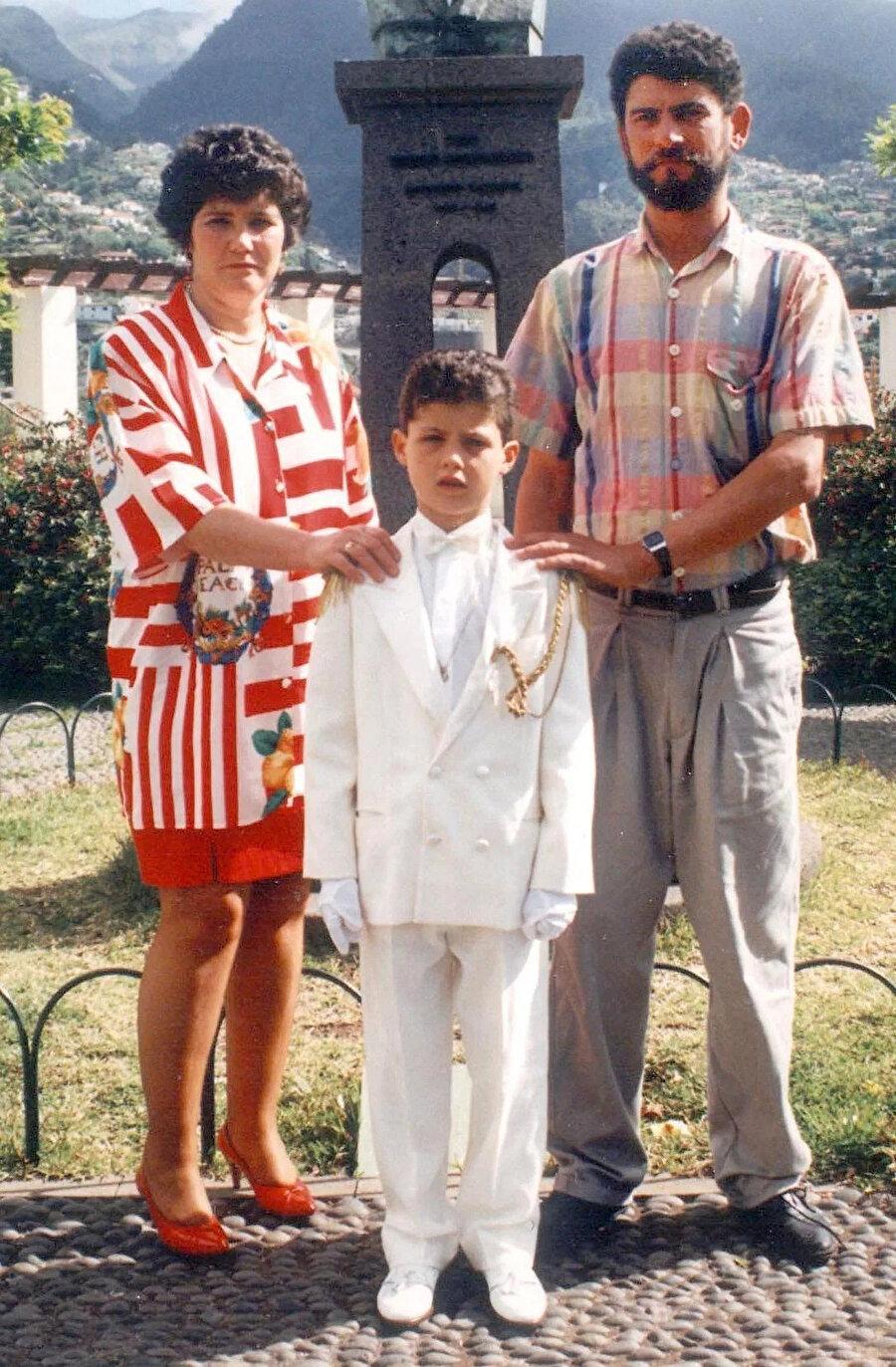 Cristiano Ronaldo, annesi ve babasıyla birlikte.