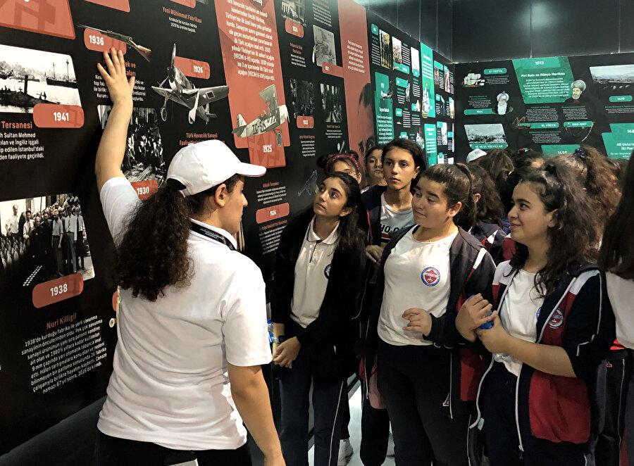 Katılımcılar sergiye büyük ilgi gösterdi.
