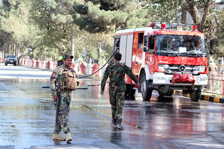 Saldırı sonrası itfaiye ekipleri ve güvenlik güçleri bölgeye sevk edildi.