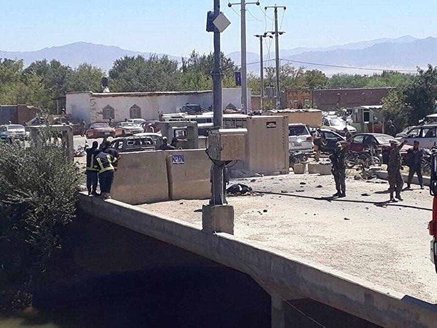 Saldırı sonrası bölge güvenlik çemberine alınırken, yaralılar için sağlık ekipleri sevk edildi.