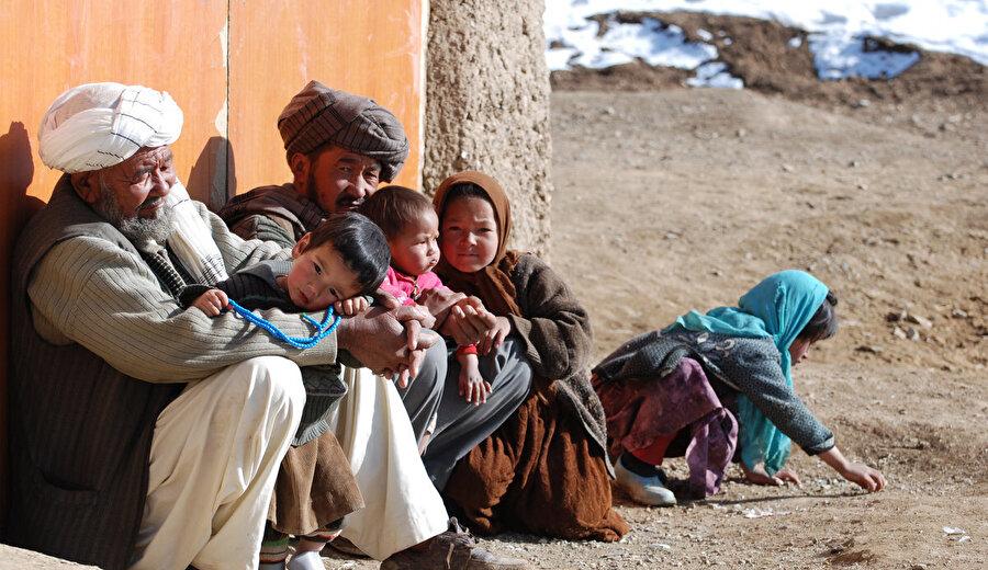 Afganistan, aynı zamanda fakirlikle de mücadele ediyor.