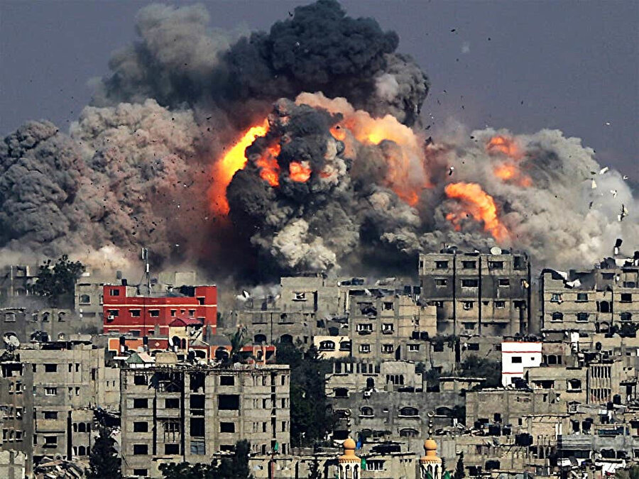 2014'te İsrail'in saldırıları sırasında ateş topuna dönen Gazze sokakları.