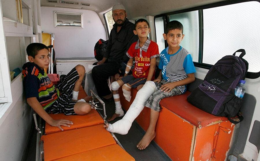 İsrail güçlerinin yaraladığı Filistinli çocuklar.