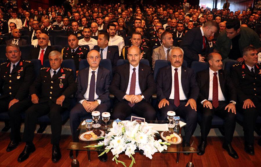 İçişleri Bakanı Süleyman Soylu, Jandarma ve Sahil Güvenlik Akademisi'nde düzenlenen Uluslararası Güvenlik Kongresi'ne katıldı.
