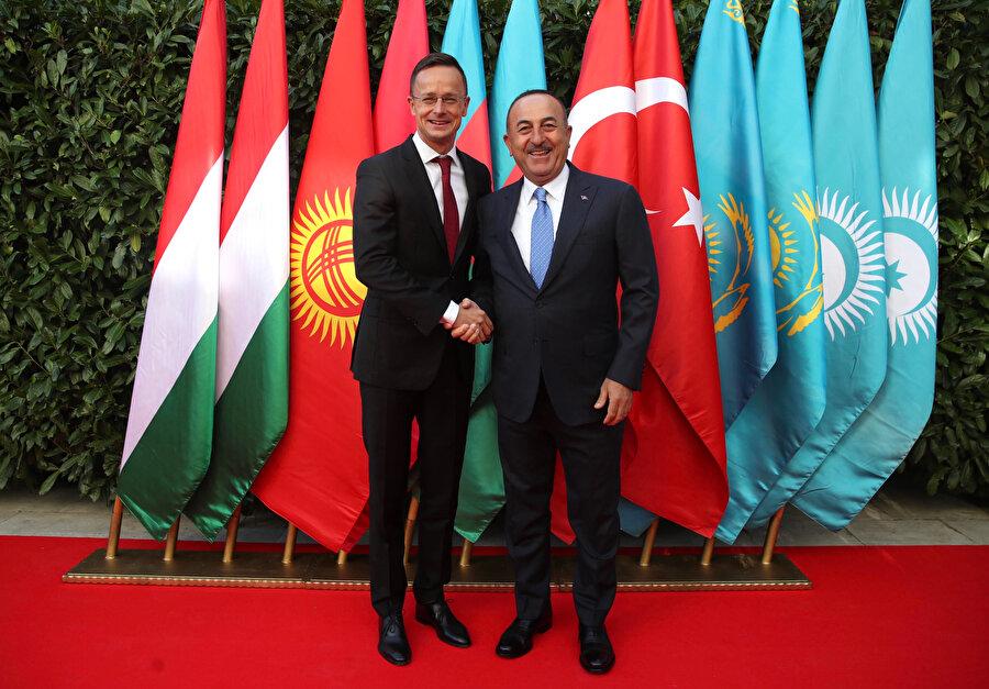 Dışişleri Bakanı Mevlüt Çavuşoğlu, Macaristan Dışişleri ve Dış Ticaret Bakanı Peter Szijjarto ile ikili görüşme gerçekleştirdi.