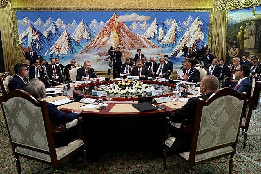 Son Türk Konseyi zirvesine Türkiye, Azerbaycan, Kırgızistan ve Kazakistan üye olarak katılırken Özbekistan 'onur konuğu' olarak zirvede yer aldı. AB üyesi olan Macaristan ise zirvede 'gözlemci ülke' sıfatıyla ilk kez bulundu.