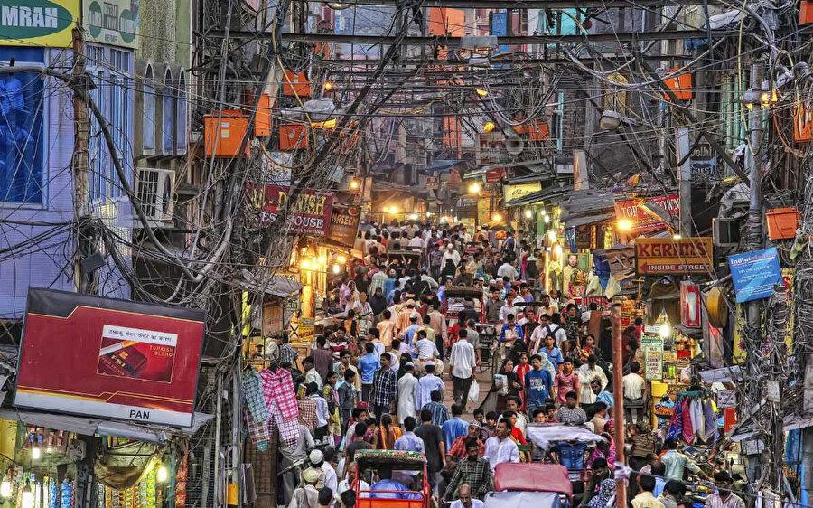 Chandni Chowk'da bir pazar yeri.