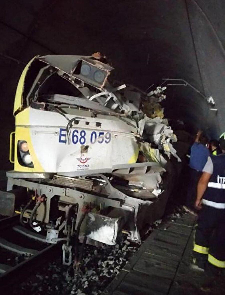 Kaza sonucu 2 makinist yaşamını yitirdi.