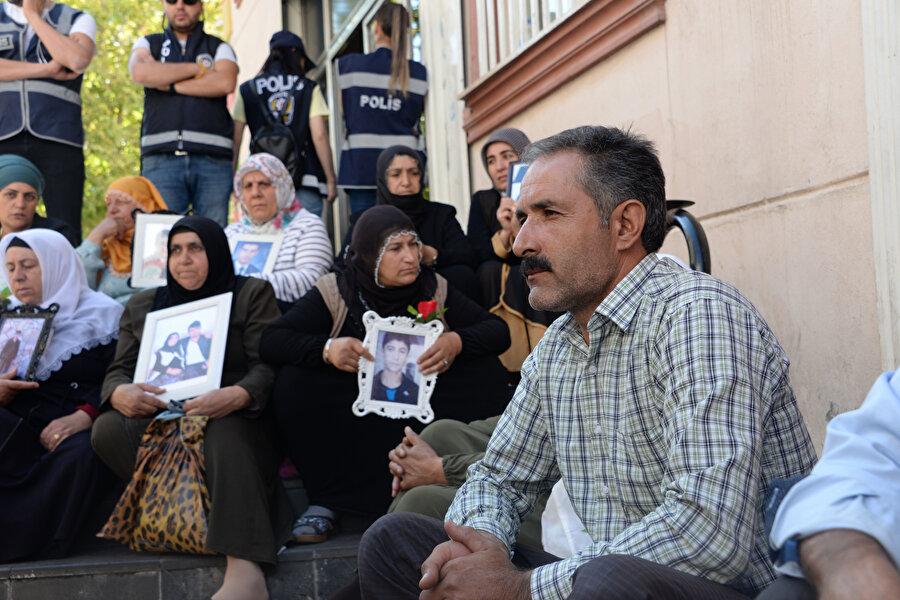 Diyarbakır HDP il binasının önünde devam eden eyleme katılım sürüyor.