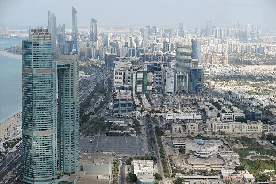 Sözcü Seri, BAE'nin başkenti Abu Dabi'nin hedefleri arasında olduğunu vurguladı.