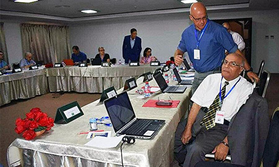 Mısırlı bilim insanı Ebubekir Abdulmunim Ramazan (ön planda oturan) bir konferans sırasında.