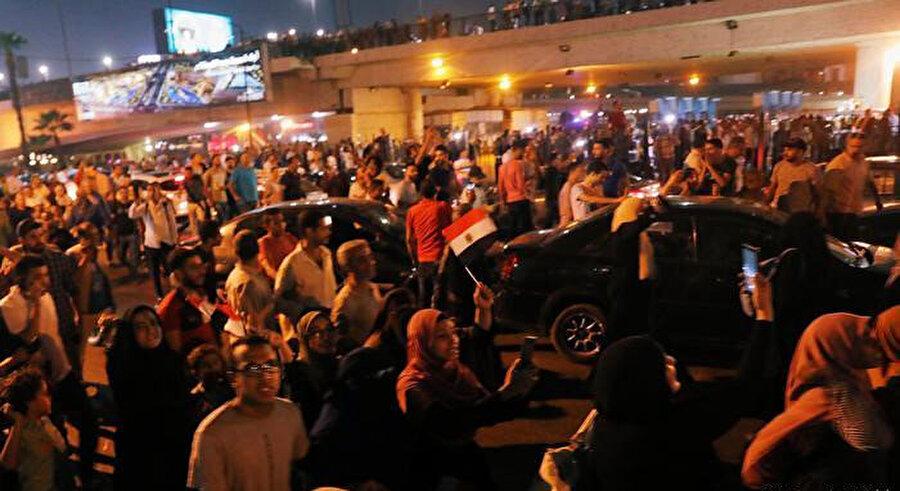 Dünki gösteriler halkın Sisi rejimi karşısındaki biriken memnuniyetsizliğinin dışa vurumu olarak yorumlandı..