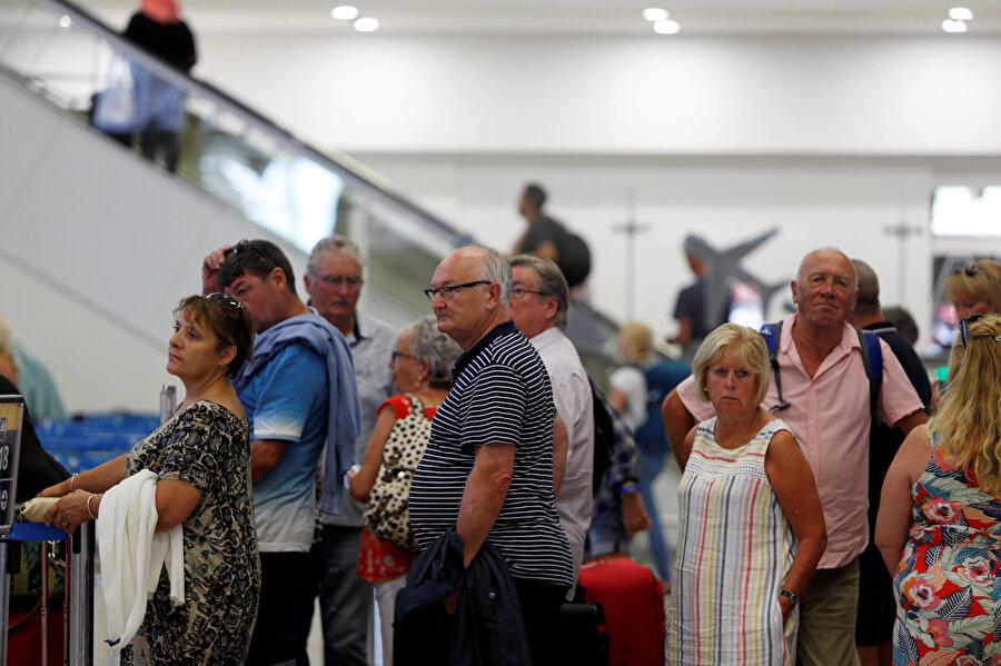 Şirketin müşterileri havalimanlarında zor anlar yaşadı.